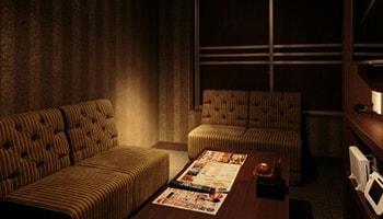 相席屋のVIPルームの内装