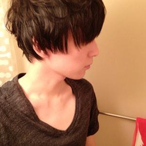イケメン風の横顔写真